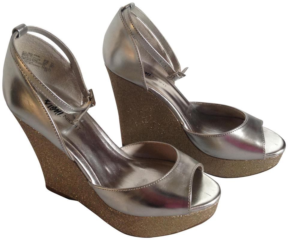 6f79692e180 Fioni Silver   Gold Night Women Wedges Size US 7.5 Regular (M