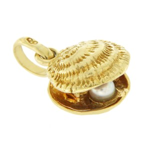 Links of London LINKS OF LONDON 18K Yellow Gold Shell and Pearl Pendant Charm
