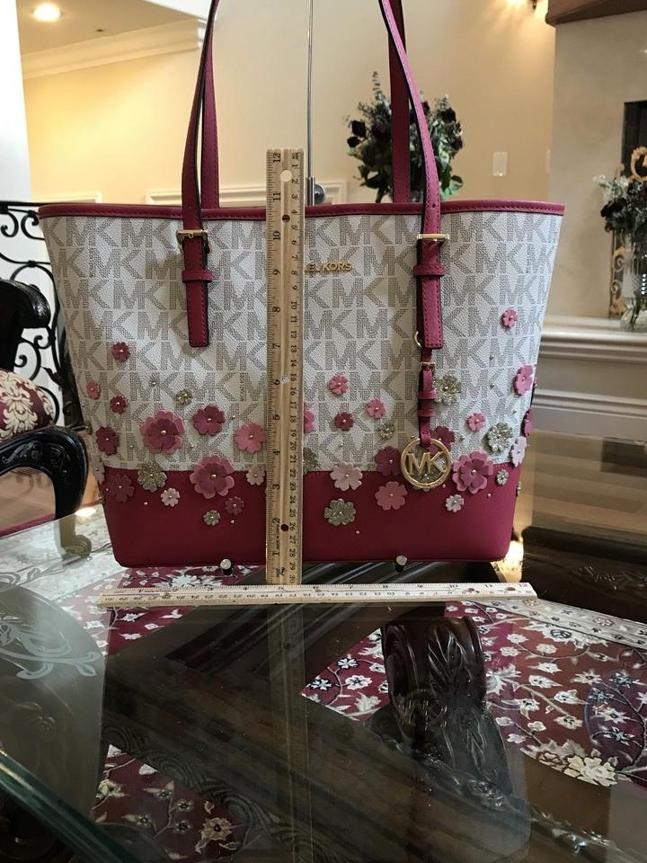 a18a91a661bb88 Michael Kors Leather Flower Carryall Tote in vanilla/granita Image 9.  12345678910