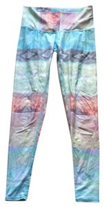 teeki multi color and feather pattern Leggings