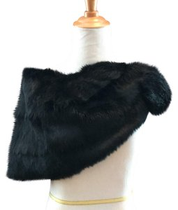 What Goes Around Comes Around fur capelet stole 129046