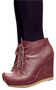 Seychelles Oxblood Wedges