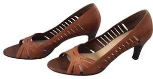 Naturalizer light coffee brown Pumps