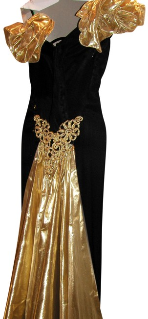 Item - Black/Gold W Ruffled Lamae Portrait Collar W/Matching Lamae Embroidered Train Long Night Out Dress Size 14 (L)