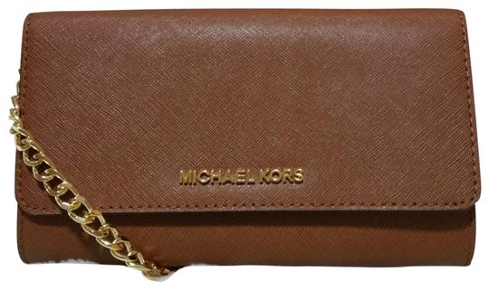 Preload https://img-static.tradesy.com/item/23058375/michael-kors-jet-set-travel-large-phone-luggage-leather-cross-body-bag-0-1-540-540.jpg