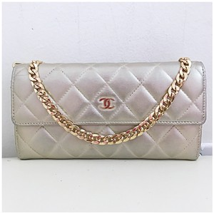 237083a05817 Chanel Clutches - Up to 90% off at Tradesy