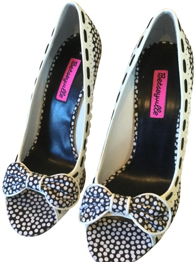Preload https://img-static.tradesy.com/item/23059394/betseyville-by-betsey-johnson-black-white-polka-dot-open-heels-pumps-size-us-85-regular-m-b-0-1-540-540.jpg