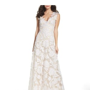 7d6ce1467395 Tadashi Shoji Ivory Lace Tulle Embroidered Floral A-line Gown Feminine  Wedding Dress Size 16