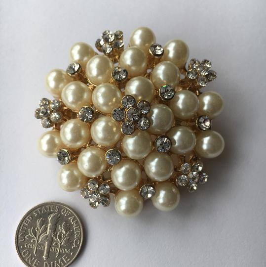 Other Pearl & Crystal Gold Tone Brooch Image 2