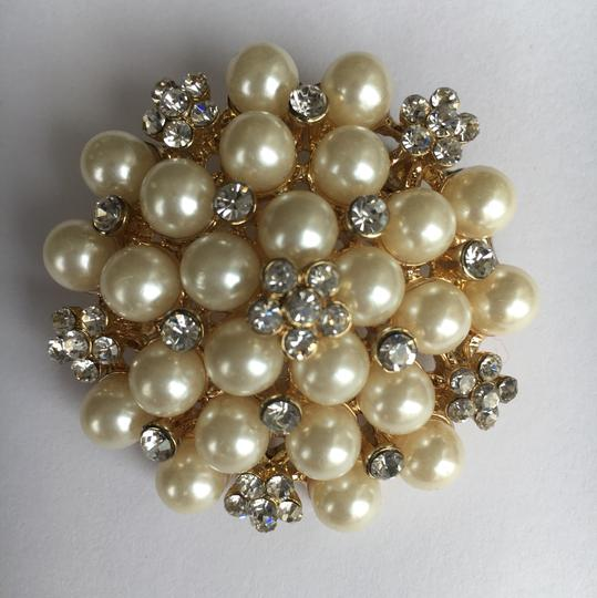 Other Pearl & Crystal Gold Tone Brooch Image 4