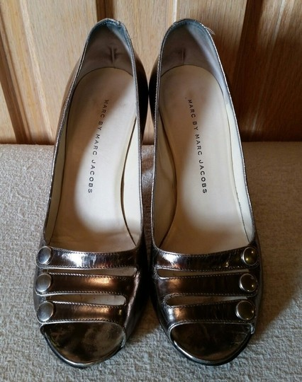 Marc by Marc Jacobs Metallic Leather Silver Pumps Image 2