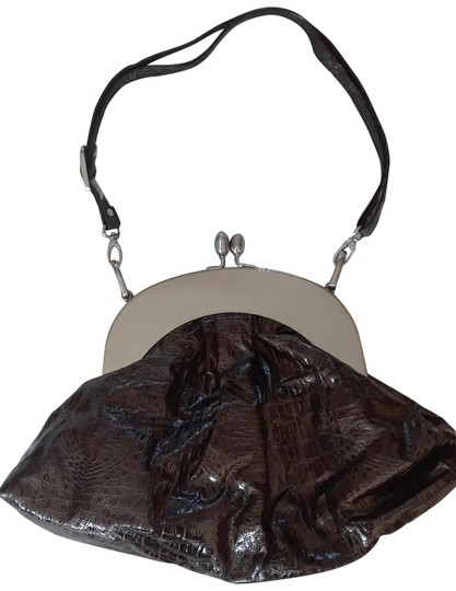 Preload https://img-static.tradesy.com/item/23061277/faux-snakeskin-brown-shoulder-bag-0-1-540-540.jpg
