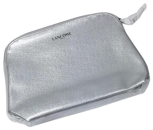 Preload https://img-static.tradesy.com/item/23061279/silver-paris-cosmetic-bag-0-1-540-540.jpg