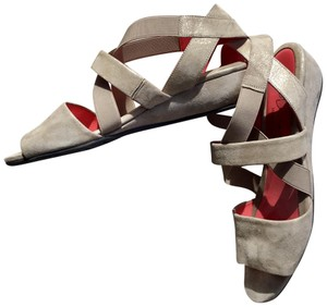Pas de Rouge Beige Sandals