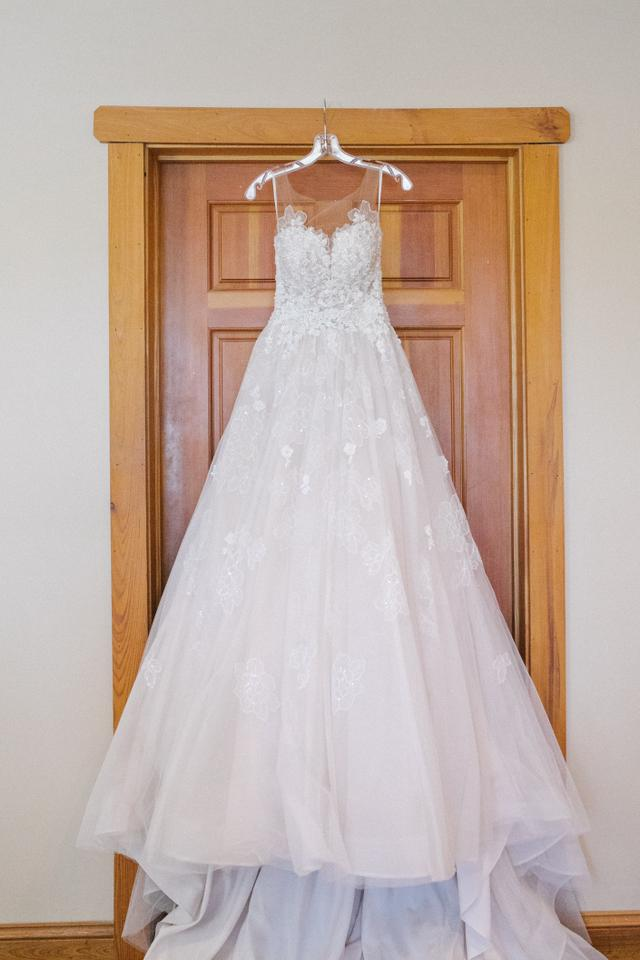77b875e390c Essense of Australia Moscato Lace and Tulle Style   D2126 Traditional Wedding  Dress Size 4 (. 123456. 1 ∕ 6