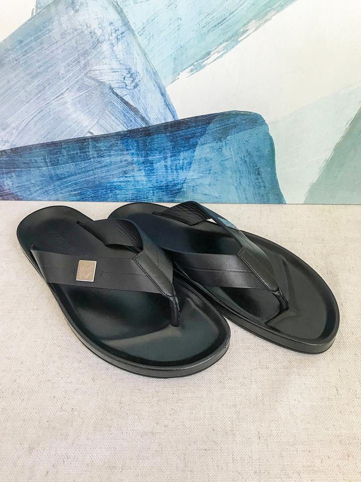 70072cae5493 Louis Vuitton Black Leather Men s Flip Flop Sandals Size US 7 ...