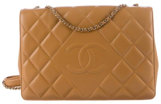 Preload https://img-static.tradesy.com/item/23072772/chanel-classic-flap-diamond-cc-logo-quilted-shoulder-gold-hw-beige-tan-lambskin-leather-cross-body-b-0-1-540-540.jpg