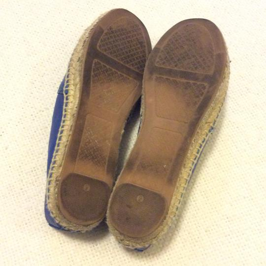 Tory Burch Black and Blue Flats Image 4