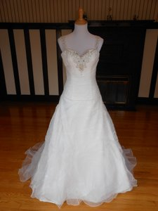Justin Alexander Ivory Sample Destination Wedding Dress Size 6 (S)