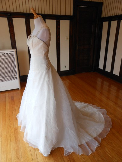Justin Alexander Ivory Sample Destination Wedding Dress Size 6 (S) Image 1
