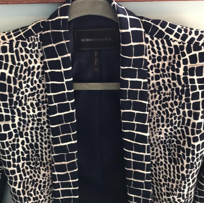 BCBGMAXAZRIA Chic Animal Print Fitted Navy and Ivory Blazer Image 4