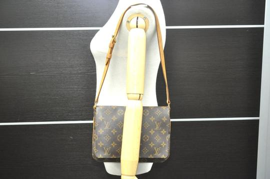 Louis Vuitton Chanel Gucci Burberry Shoulder Bag Image 10