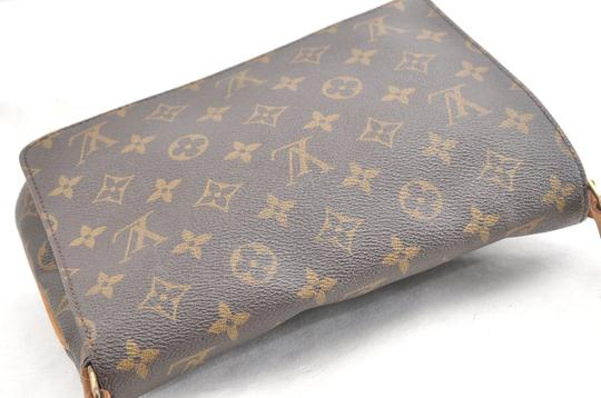 Louis Vuitton Chanel Gucci Burberry Shoulder Bag Image 2
