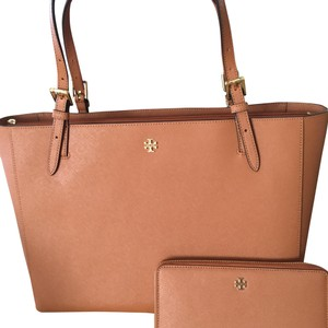be237ae567a2 Tory Burch Leather Totes - Up to 70% off at Tradesy