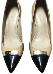 Coach beige and black Pumps