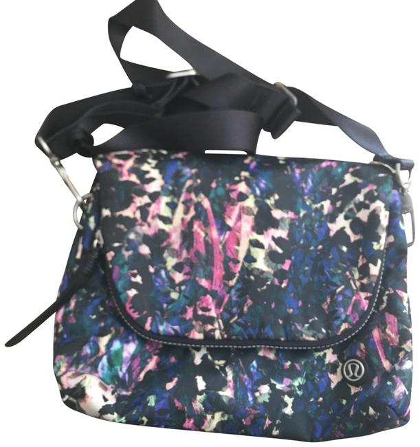 Item - Great For Everyday and Travel Multicolor Cross Body Bag