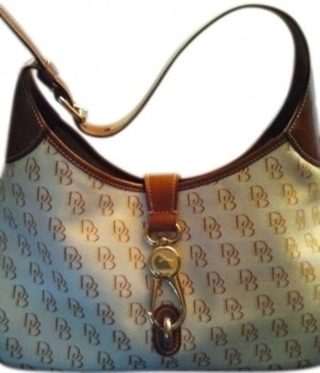 Preload https://item3.tradesy.com/images/dooney-and-bourke-medium-tote-beige-and-brown-canvas-shoulder-bag-23082-0-0.jpg?width=440&height=440