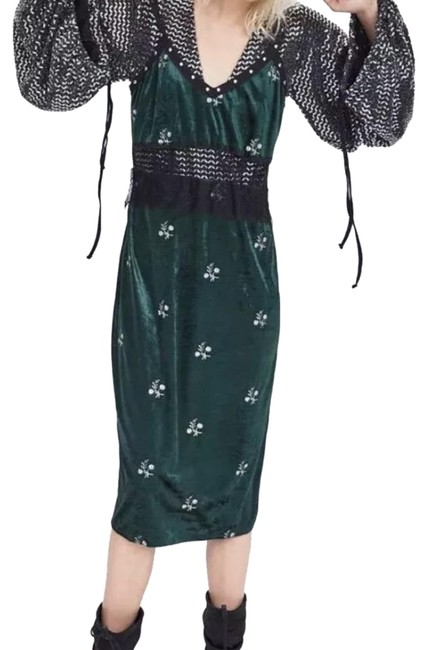 Item - Green Embroiderd Contrast Velvet Long Casual Maxi Dress Size 4 (S)