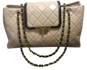 Chanel Classic Jumbo 2.55 Quilted Shoulder Bag