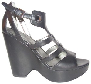 Guess Dressy Or Casual 'wgjereilyn' Style Heels Chic European Look black strappy t-strap platform wedge sandals with chrome buckles Wedges