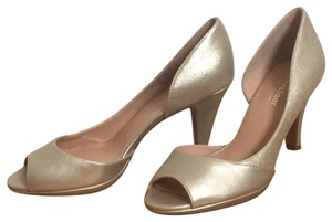 Naturalizer gold Pumps