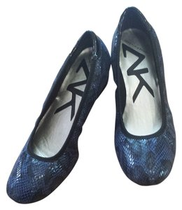 AK Anne Klein Navy and Black Snakeskin Wedges