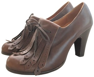 Chie Mihara Leather Kilt Fringe Brown Pumps