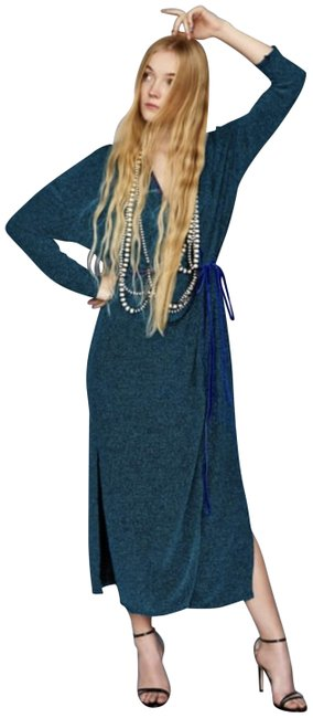 Item - Shimmery Blue Crossover Long Night Out Dress Size 6 (S)