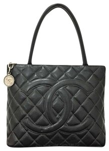 Chanel Quilted Leather Medallion Caviar Tote in Black