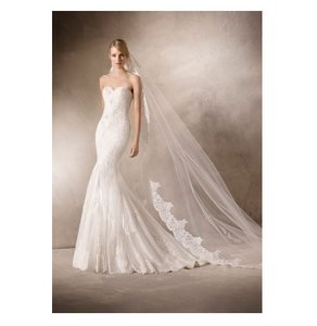 Pronovias Ivory Sample Destination Wedding Dress Size 10 (M)
