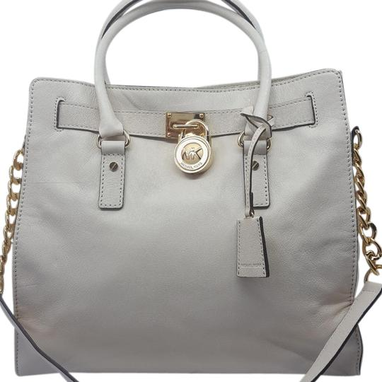 Preload https://item3.tradesy.com/images/michael-michael-kors-hamilton-large-tote-vanilla-leather-shoulder-bag-23101862-0-7.jpg?width=440&height=440
