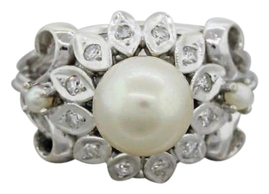 Preload https://item5.tradesy.com/images/white-gold-pearl-and-diamond-ring-23101874-0-1.jpg?width=440&height=440