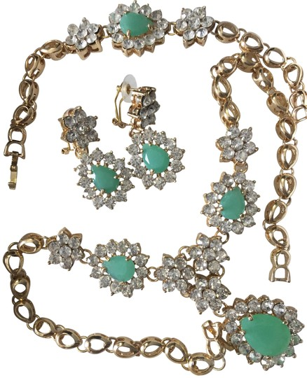 Preload https://img-static.tradesy.com/item/23102208/teal-green-set-necklace-earrings-bracelet-0-1-540-540.jpg