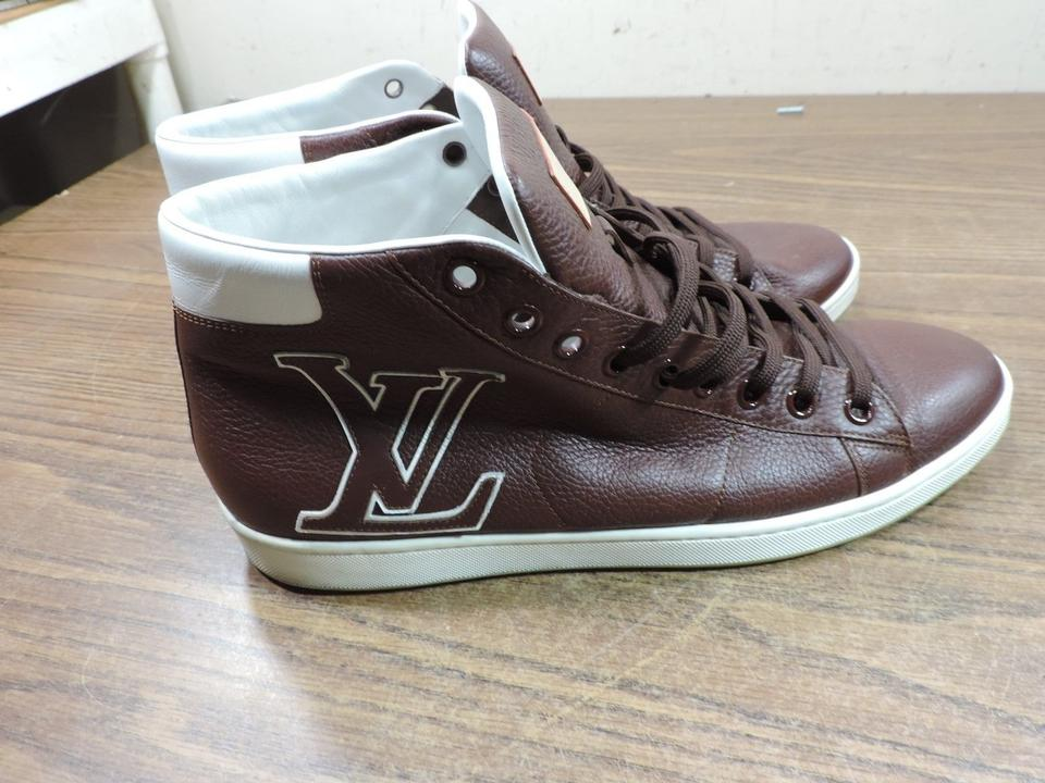 c58928fe23e Louis Vuitton Brown Men In Italy Lv Logo Leather Sneakers Size US 8 Regular  (M, B) 71% off retail