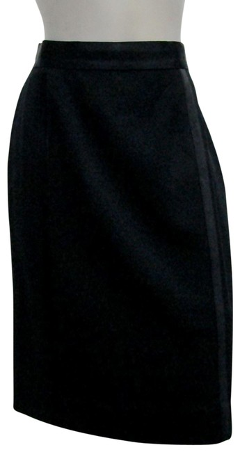 Preload https://item4.tradesy.com/images/chanel-black-vintage-small-pencil-wool-straight-trims-inserts-knee-length-skirt-size-4-s-27-23102623-0-1.jpg?width=400&height=650