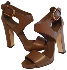 Gucci Versatile smooth brown leather heeled sandal. Sandals