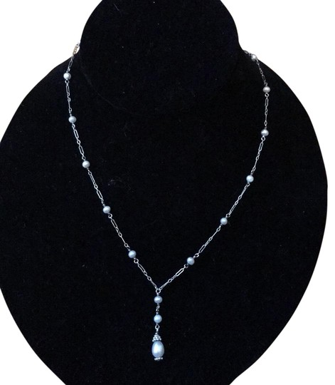 Preload https://img-static.tradesy.com/item/23103699/sterling-silverpearl-piece-necklace-0-1-540-540.jpg