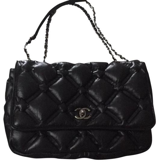 Preload https://img-static.tradesy.com/item/23104003/chanel-classic-flap-invisible-pouff-quilted-black-shoulder-bag-0-1-540-540.jpg