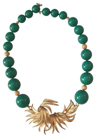 Preload https://img-static.tradesy.com/item/23104382/gold-and-green-necklace-0-2-540-540.jpg