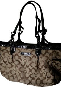 Coach Signature Jacquard Ew Gallery East West Monogram Tote in Black Patent leather straps